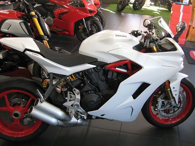 SuperSport S ツーリングにもスポーツ走行にも最適なバイクです!