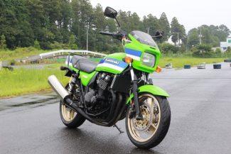 【令和も乗りたい絶版バイク!】ZRX400は名車の雰囲気をまとい、軽快な走りを楽しめる素晴らしいマシン!