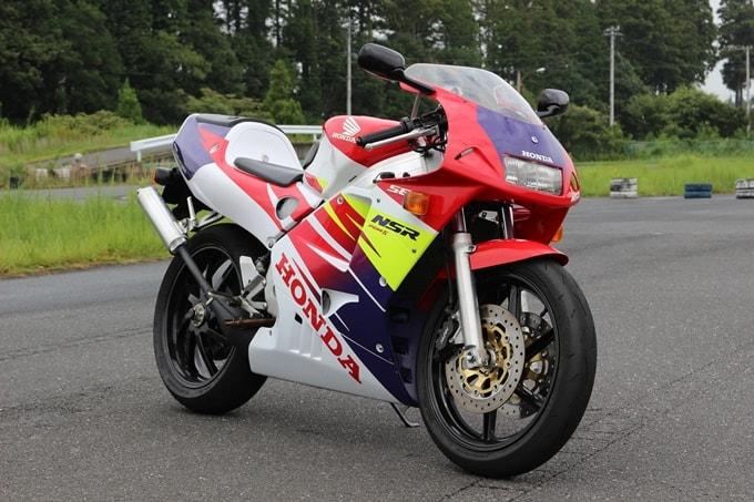 【令和も乗りたい絶版バイク!】ロマン溢れる至高の1台。NSR250R SE(MC28)に夢中になる理由がよくわかる!
